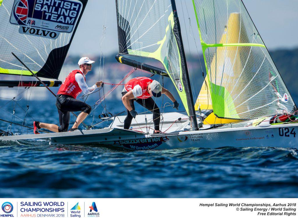 Tim Fischer und Fabian Graf starten von Platz 2 ins Medal Race der 4945. Foto: Sailing Energy