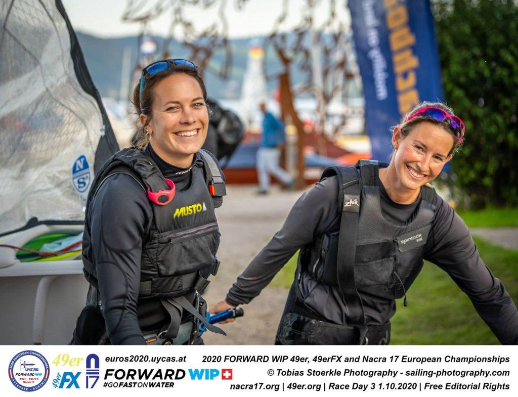 Tina Lutz und Susann Beucke 2020 nach dem Sieg bei der 49er-EM am Attersee