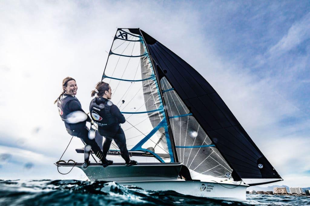 """""""Wind, Welle und sauberes Wasser"""" – Tina Lutz und Susann Beucke schätzen das Olympiarevier vor Enoshima. Foto: DSV/Lars Wehrmann"""