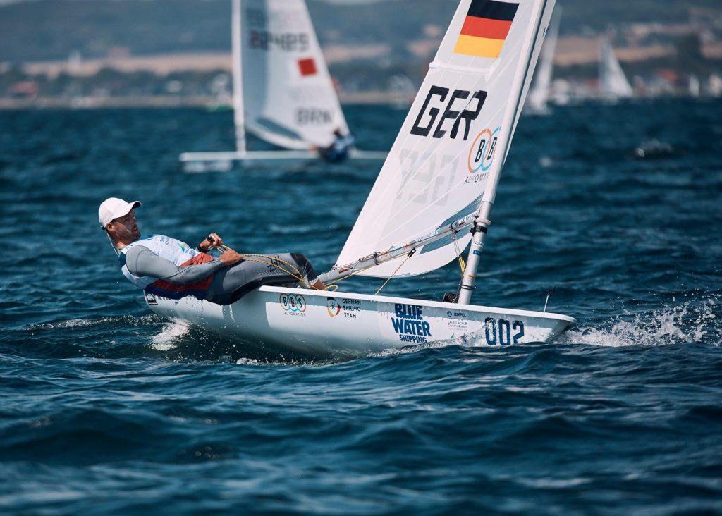 Philipp Buhl lag in aussichtsreicher Position, als das erste Rennen der Laser abgebrochen wurde. Foto: German Sailing Team/Felix Diemer